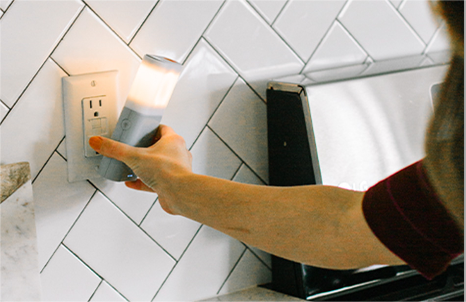 Person fiddling with the popup male end of the plug of a 5-in-1.